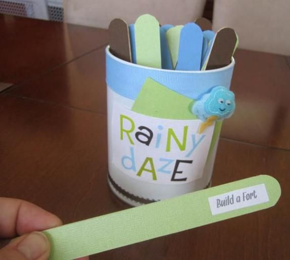 Write play ideas on paddle pop sticks and get your little one to choose one randomly.  Whatever they choose is what they play! #rainyday