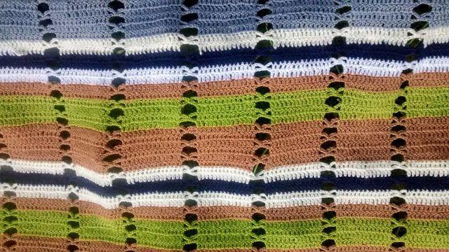 Tardes de labores: Manta marrón y verde