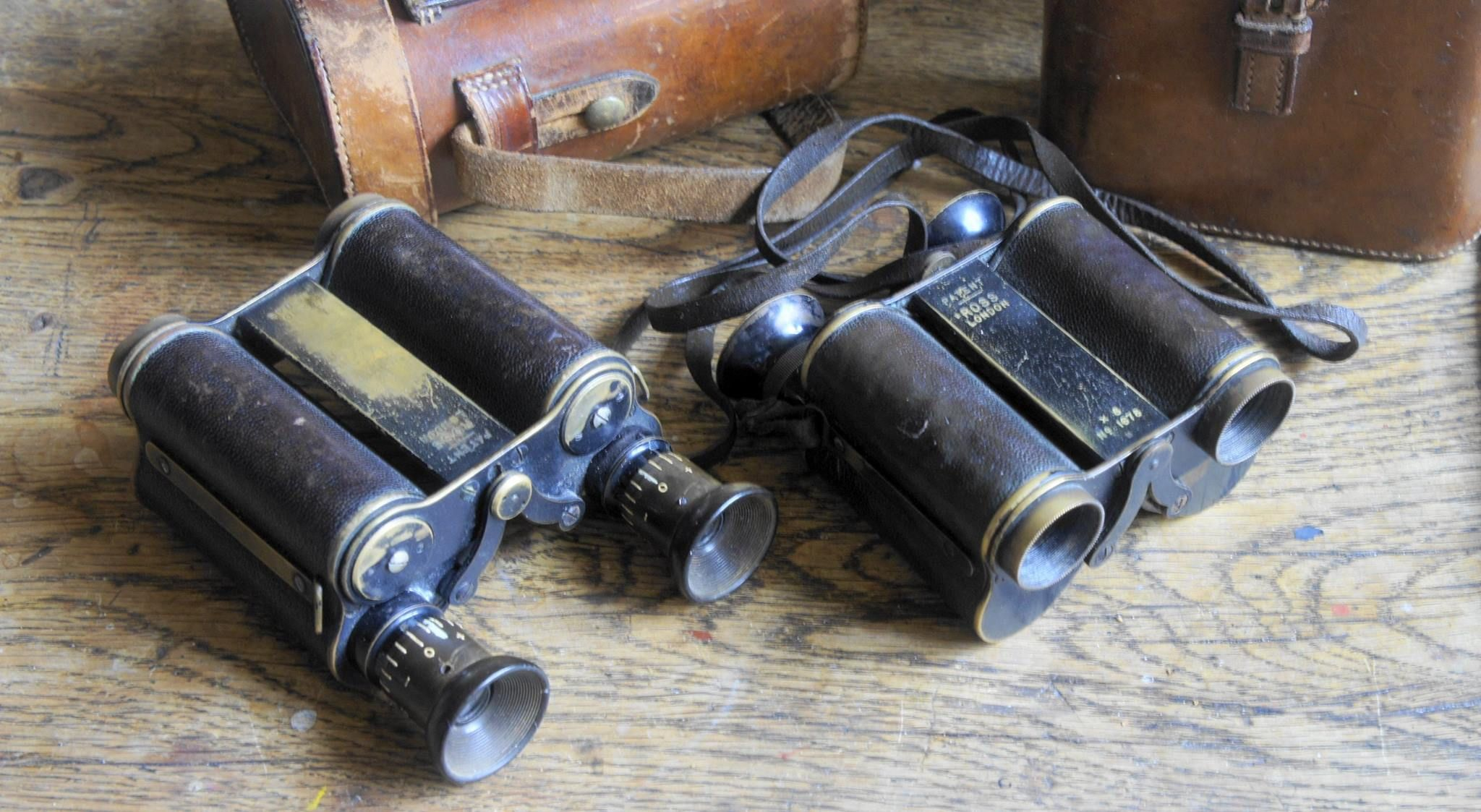 """First english prism binoculars"""" produced"""".  Ross 10X21 in collection. Serial number 1145. Year 1899 - 1900 First serie count 3000 pieces 8X-10X-12X, If and Cf. The unique """"arms"""" are the John Henry BARTON Patent, descibed On 13 December 1898 ;  """"A design for a binocular telescope where the two bodies carrying the lenses and prisms are mounted between two bars. The bodies rotate about the axes of the objectives. The amount of rotation ( to obtain the correct interpupillary distance is limited…"""