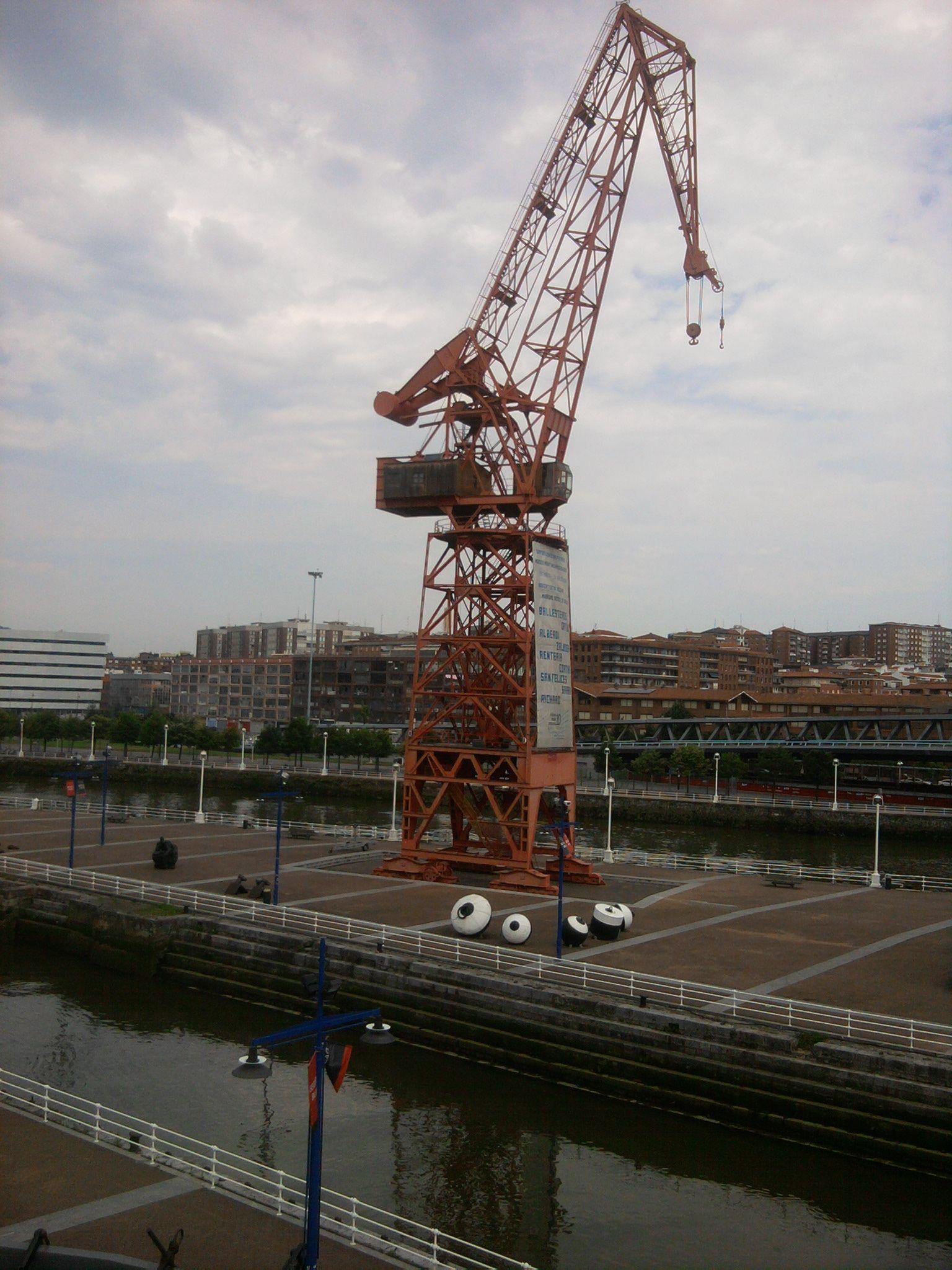 Grúa Carola, Muelles del Museo Marítimo, Bilbao.