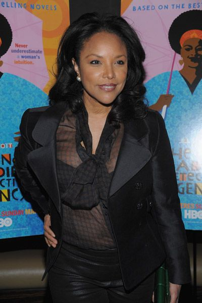 lynn whitfield height