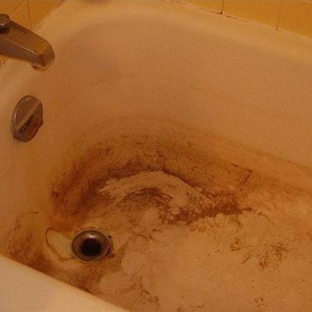 How to Clean a Stained Fiberglass Tub