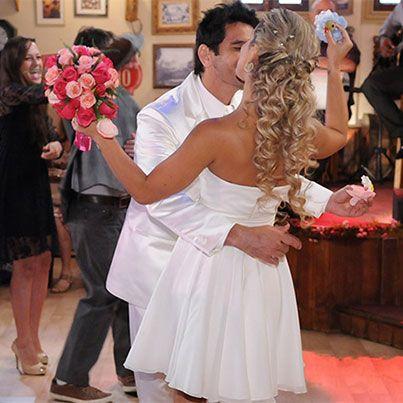 Terezinha e Dafne se casam na festança mais animada da novela. Veja as fotos! http://r7.com/2Pw3 #DonaXepa