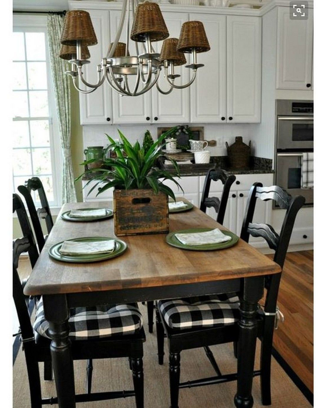 Getting Attracted To These Small Farmhouse Dining Room Designs To