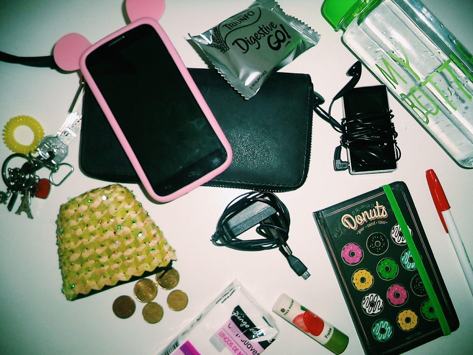 Um kit de sobrevivência essencial a todas as raparigas. Vejam mais no Seis da Tarde :)