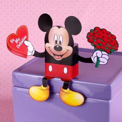 Papercraft imprimible y recortable de Caja de caramelos de Mickey para San Valentín / Mickey´s Valentine´s Day Candy Box. Manualidades a Raudales.