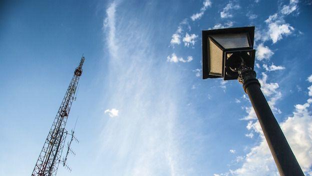 #4G en las farolas para mejorar la conectividad de los vecinos http://goo.gl/xvDrxN  4G on #lampposts to #improve #connectivity of the #neighbors #mobile #broadband #wireless #internet #technology #Philips #CityTouch #SmartpoleStreetLighting #smartcity #deploy > http://goo.gl/ps8VZC