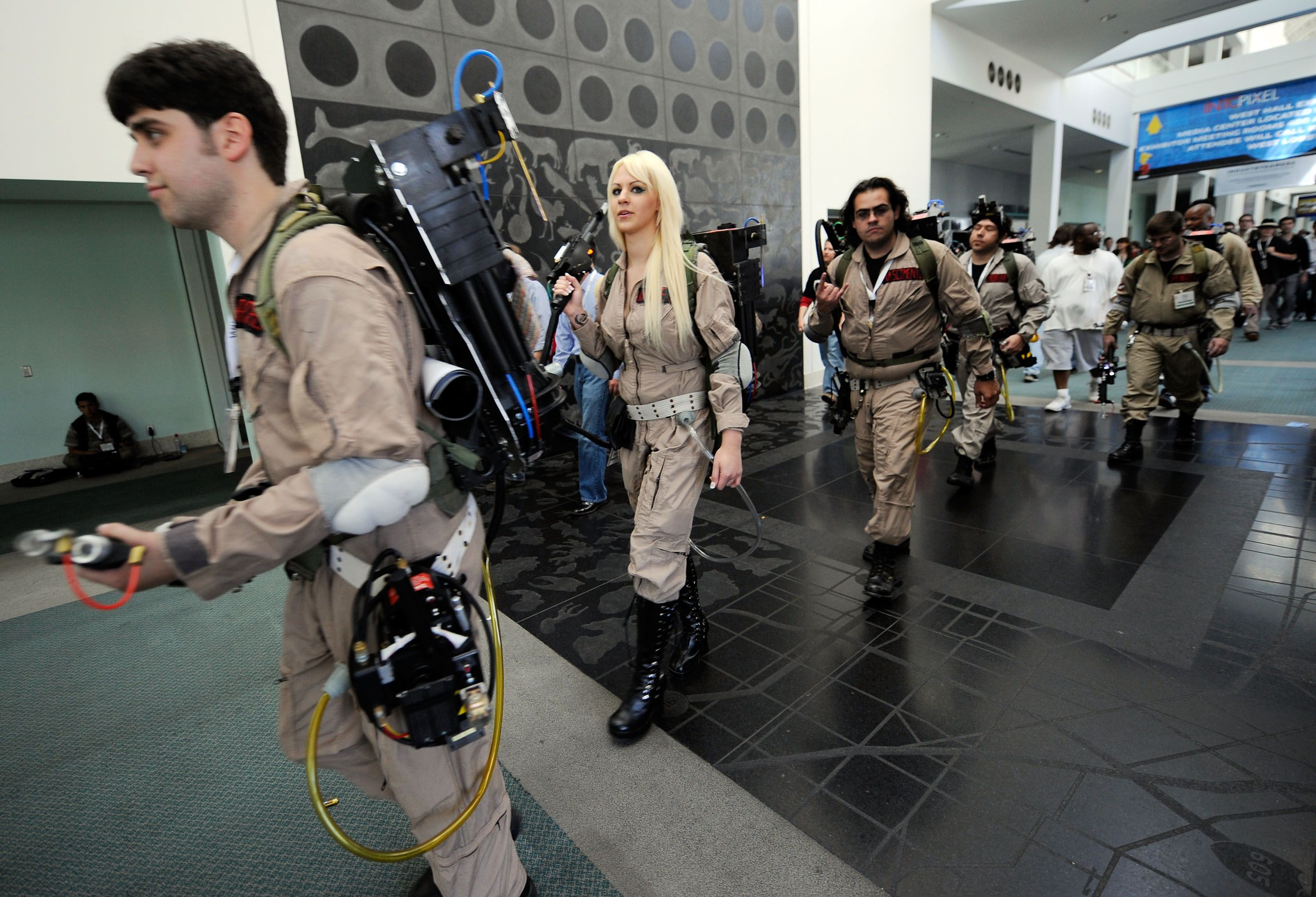 How To Create A Ghostbusters Costume Ghostbusterscostume Pinterest