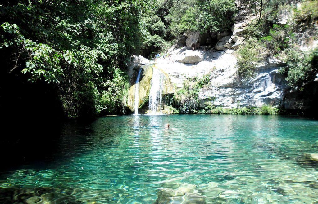 Piscinas naturales catalu a gorg blau sadernes sitios for Piscinas naturales sevilla