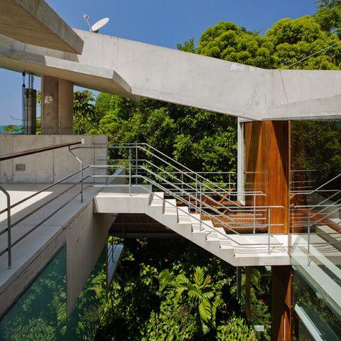 Floating Tropical House Design on a Steep Slope Casa Em Ubatuba