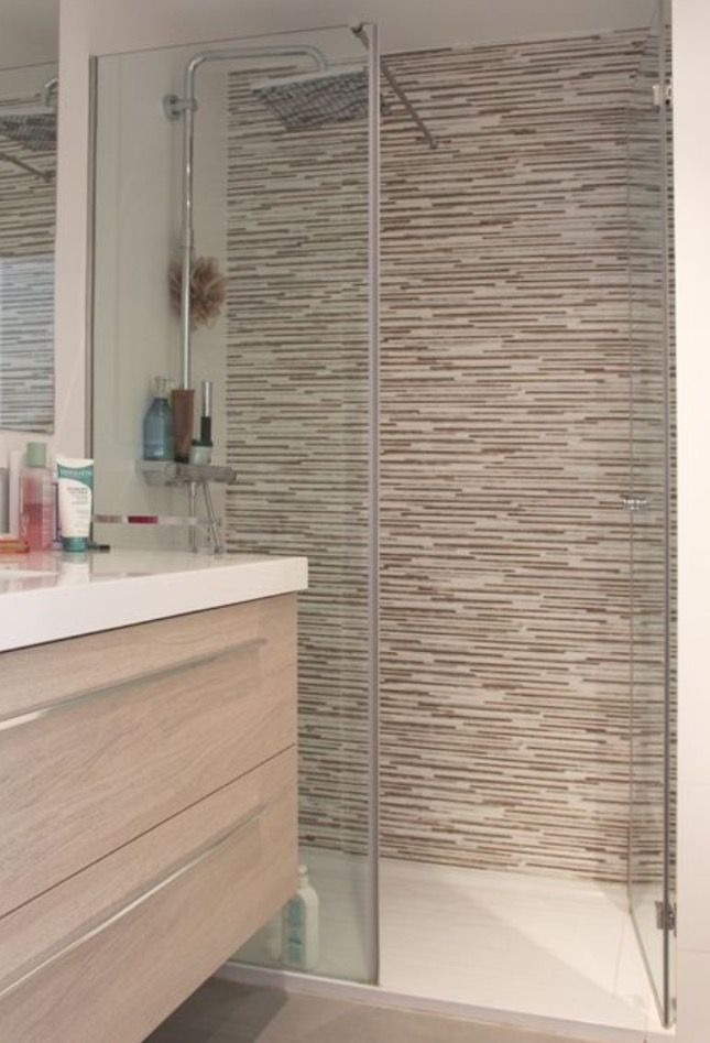 Light Wood Vanity And Shower Tiles A Bit Busy Azulejos Para