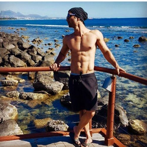 Hot! Sushant Singh Rajput Spotted Chilling in Mauritius ...