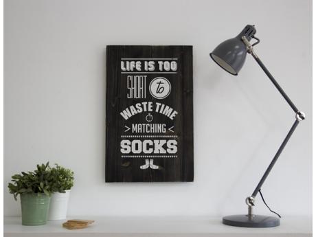 LIFE IS TOO SHORT TO WASTE TIME MATCHING SOCKS - Cartel de madera hecho a mano en Barcelona. Inspira tu hogar y dale un toque vintage con tu Woody.