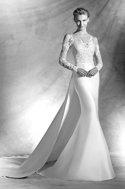 Mermaid wedding dress in mikado silk and Chantilly lace. Bodice with ...