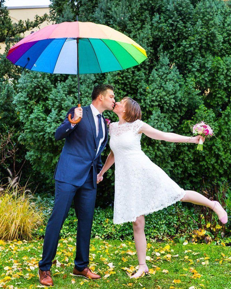 Wohooo Eine Novemberhochzeit Mit So Viel Sonne Im Herzen Winterhochzeit Hochzeit Braut Brautigam Brautpaar Brautpaarshoo Dresses Wedding Dresses Wedding