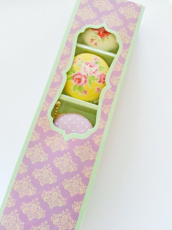Set of 4 Elegant Macaroon Gift Boxes  Lavender Damask door naissance, $10.00