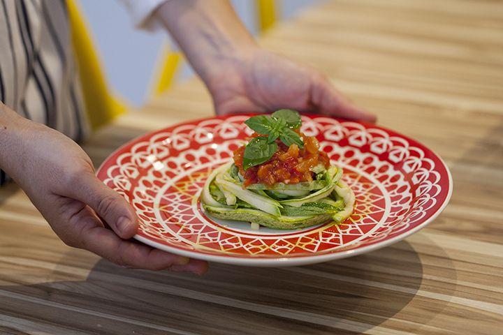 Espagueti de abobrinha by Lu Zaidan. Veja: http://casadevalentina.com.br/blog/detalhes/espagueti-de-abobrinha-by-lu-zaidan-3198  #receita #recipes #casadevalentina