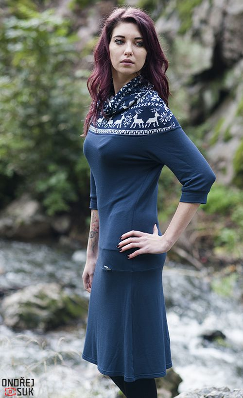 ea83dc7a3b6  X47  zimní šaty Tmavěmodré teplejší šaty z jemné pružné teplákoviny.  Dostupné velikosti S