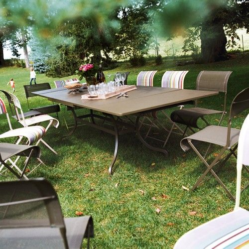 table a allonges romane r glisse de fermob reglisse rallonges et mobilier jardin. Black Bedroom Furniture Sets. Home Design Ideas