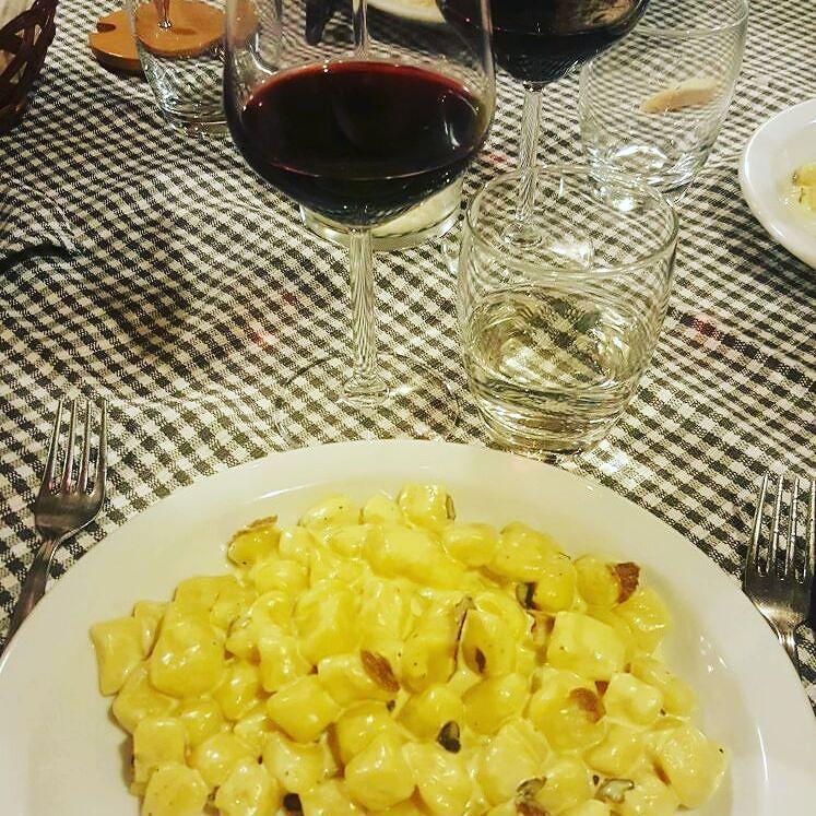 "Ready for lunch??? ""Gnocchi"" truffles and saffron... Homemade Sangiovese as wine @vininorden #wine #redwine #homemadewine #wine #winelovers #winestagram #gnocchi #truffle #truffles #saffron #sangiovese #rødvin #godvin #pin #fb #tw #trøffel #restaurant #måltid #godmad"