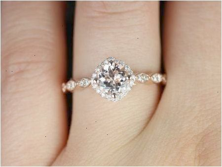 Simple And Elegant Engagement Ring That Perfect In Your Finger