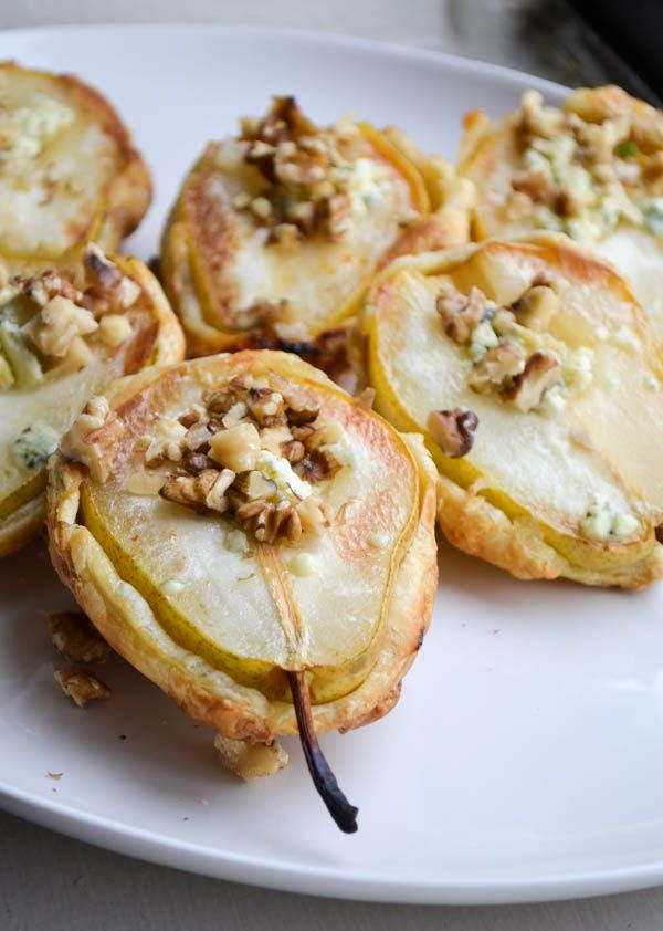 MINIATURE PEAR PIES made with puff pastry. Yes, you can do this easily.