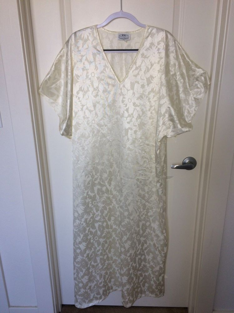 593482f56cc9f PRIVATE TREASURES by AVON Solid Ivory Short Sleeve Nightgown *8 10 12 14 16  18 #PrivateTreasuresbyAvon #Gowns #Everyday
