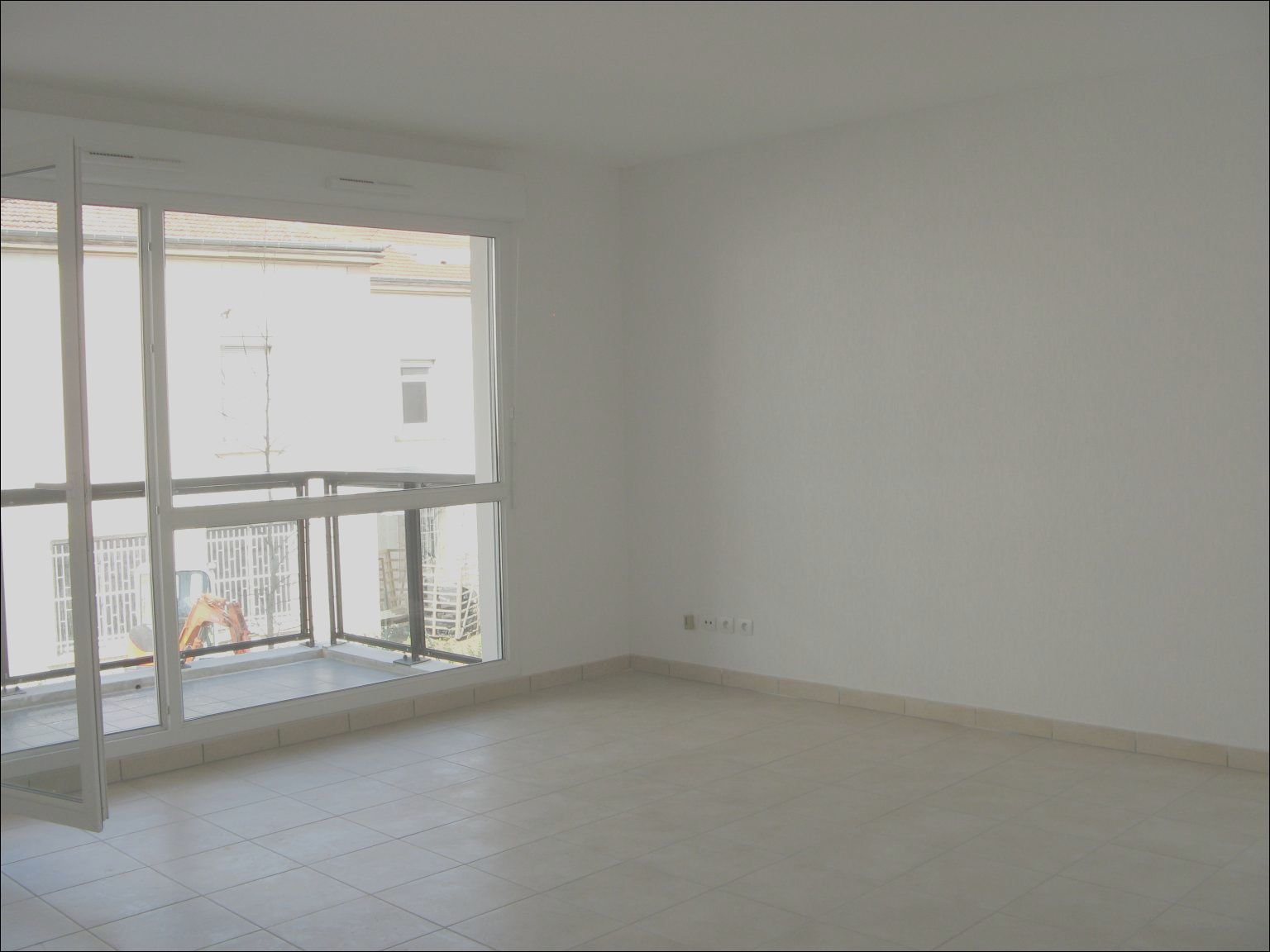 small empty room empty bedroom