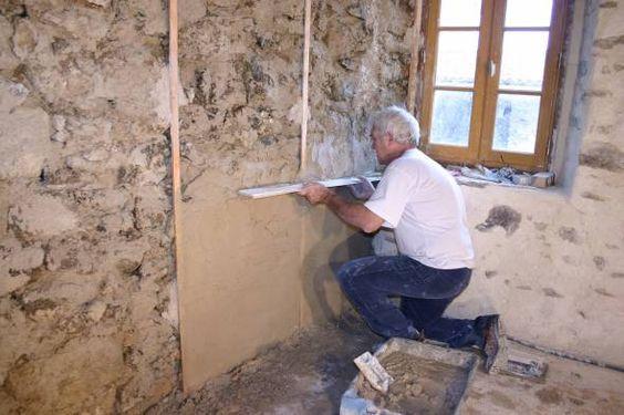 Réaliser un enduit traditionnel à la chaux en 3 couches en intérieur - Enduire Un Mur Exterieur En Parpaing
