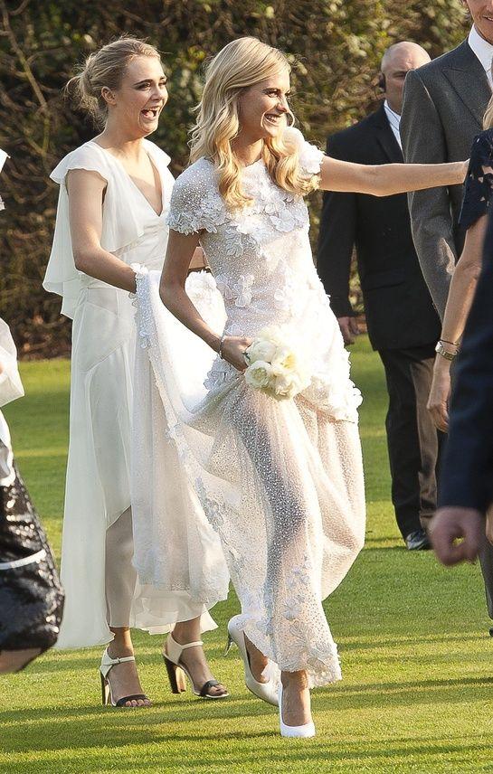 Poppy Delevingne et Cara Delevingne dans les jardins de Kensington.