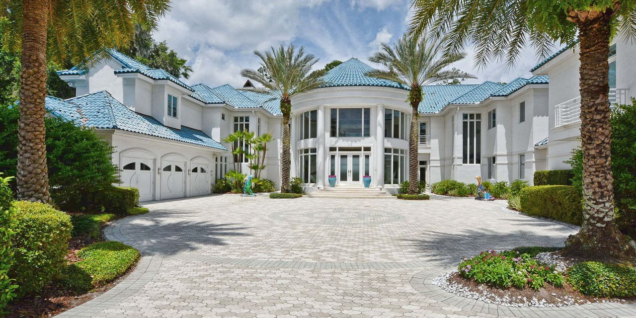 Wsj News Exclusive Baseball Great Barry Larkin Takes Another Swing At Selling Orlando Mansion Mansions Florida Mansion Barry Larkin