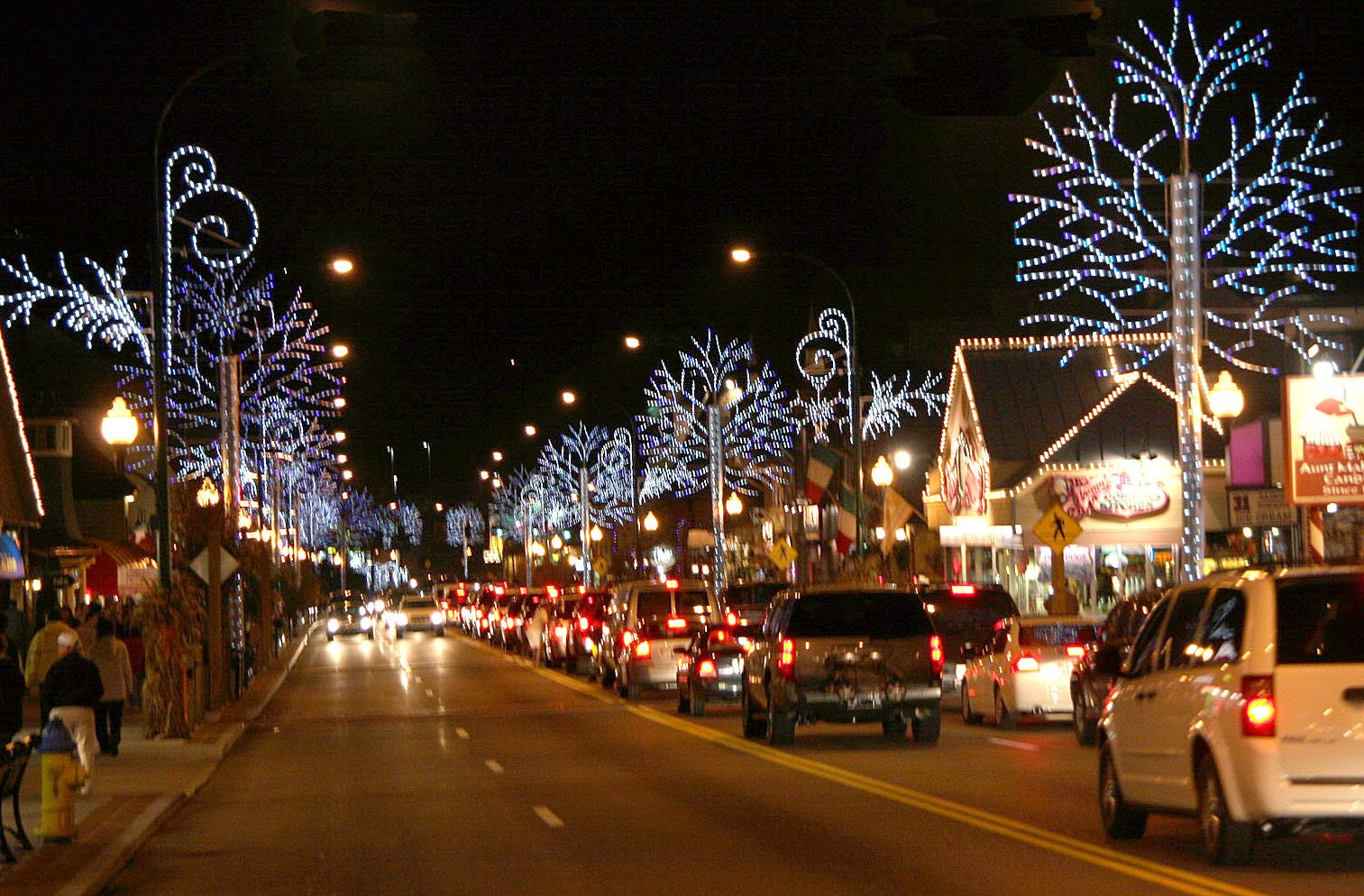 Cabins in gatlinburg tn decorated for christmas - Explore Gatlinburg S Winter Wonderland This Holiday Season