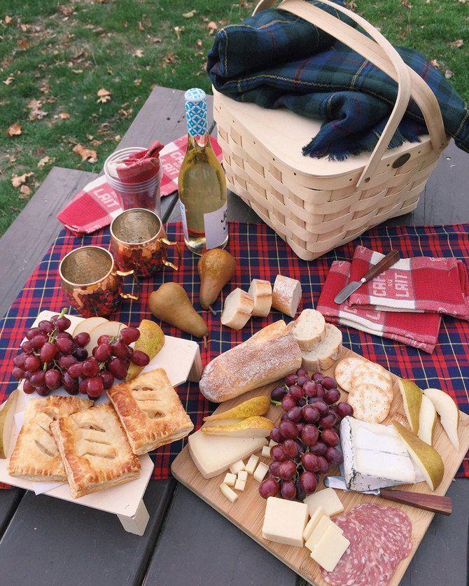 Fall Picnic at Castle Island Boston - Extra Petite #fallfoods