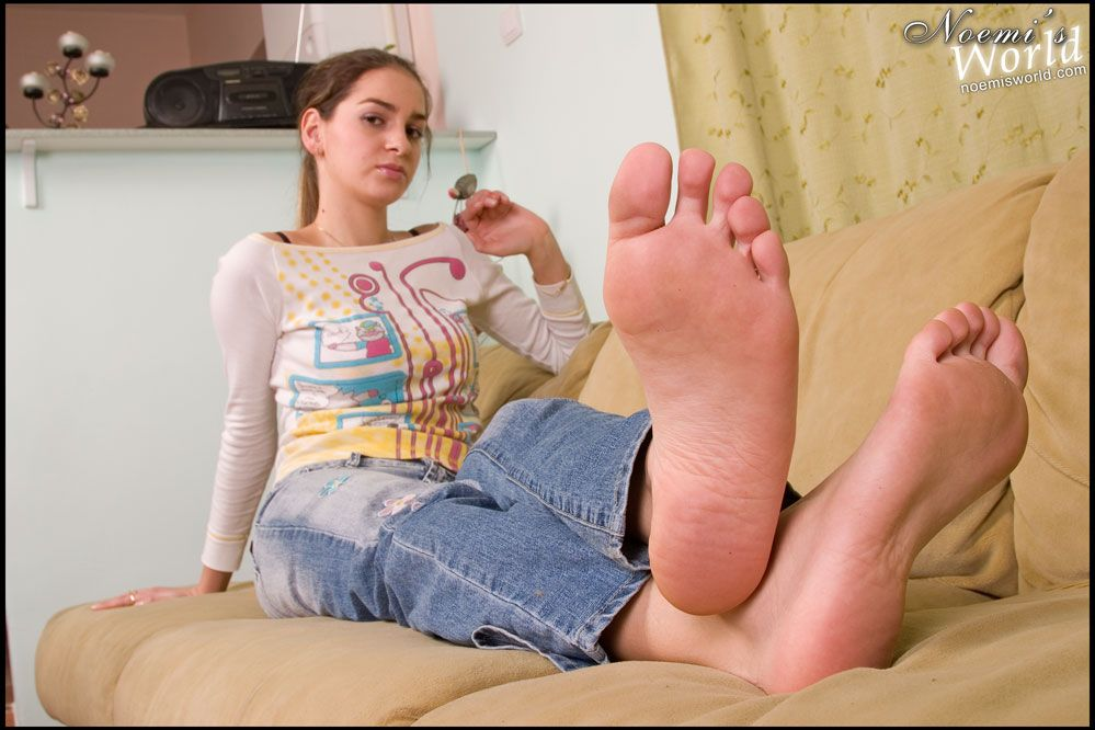 Female bare soles