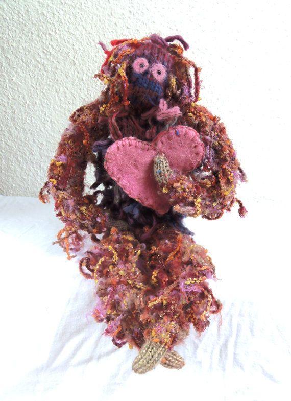 Affe mit Herz gestrickt von ArtlessTM auf Etsy