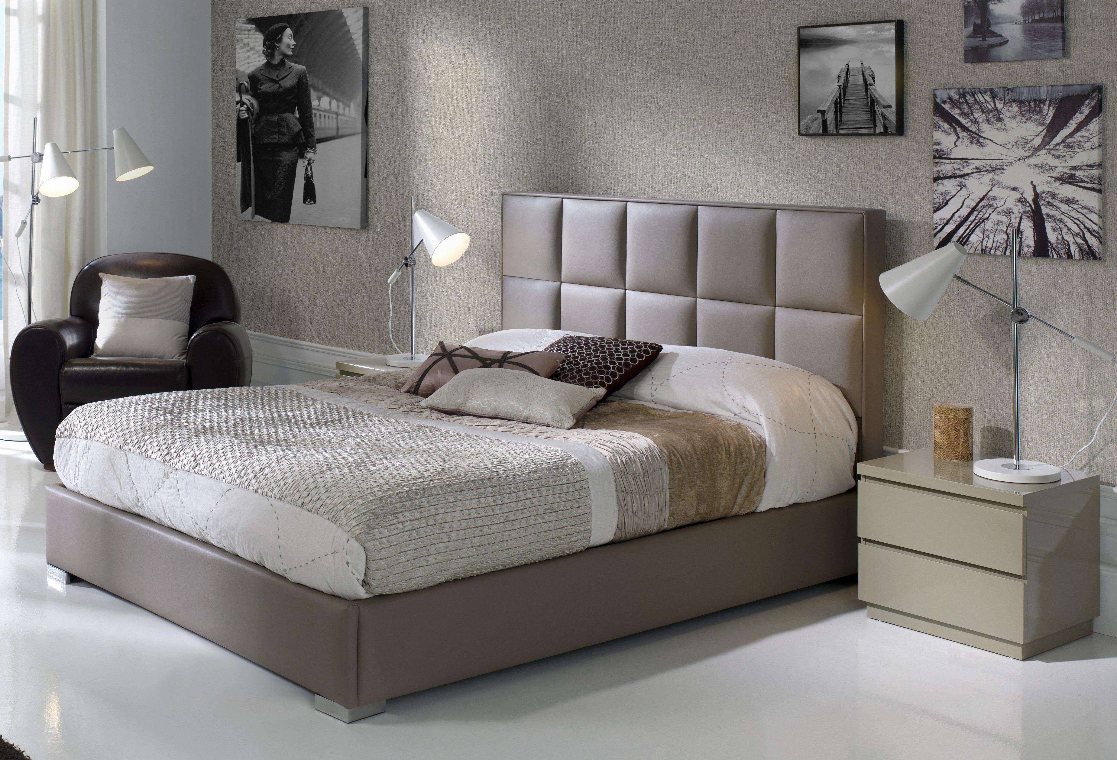 lit queen size avec tete de lit tete de lit recouverte de simili cuir