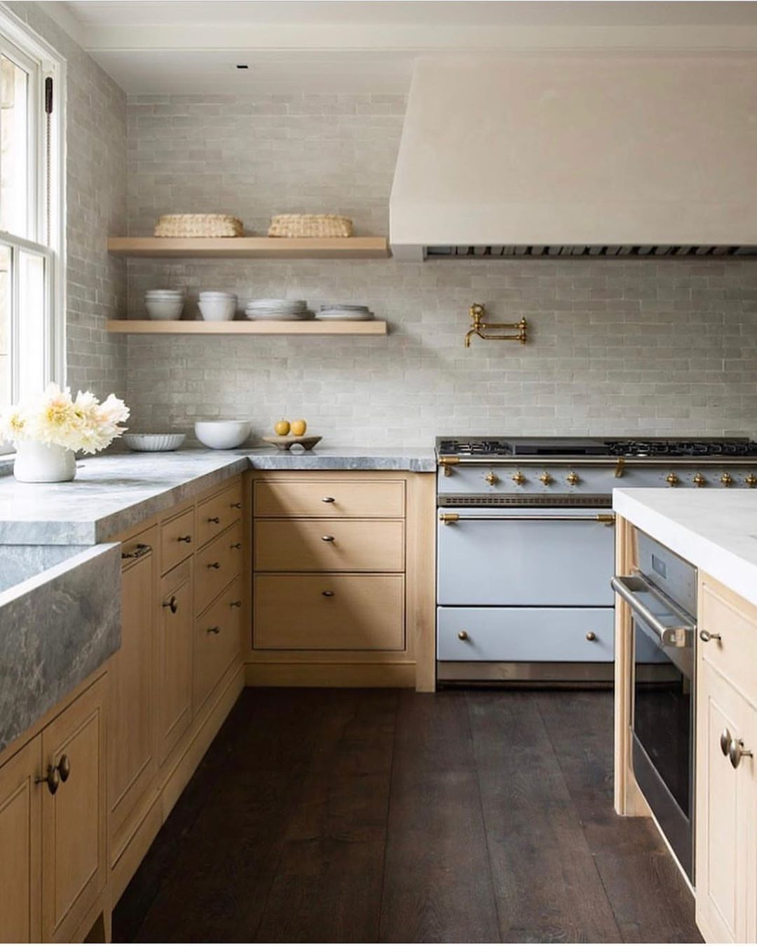 Vivir Design On Instagram One Of Our Favorite Kitchens So Clean Simple And Warm Design M E Interior Design Kitchen Kitchen Inspirations Kitchen Design