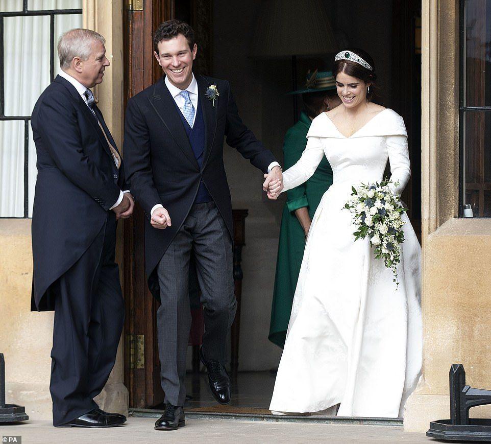 Beautiful Bride Princess Eugenie Marries Jack Brooksbank In Windsor Eugenie Wedding Princess Eugenie Royal Wedding Gowns [ jpg ]