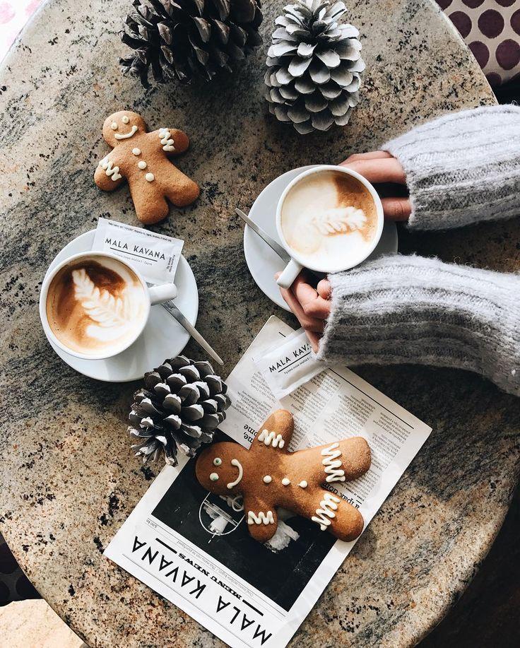 petite déjeuner breakfast morning matin noël christmas lifestyle still de vie au féminin mandalas jeanbonhomme café coffe pins déco sapin #breakfast #goûter #jusdefruit #orange #chocolat #tea #thé #café #bed #lit #roses #rose #food #nourriture #tasse #yummy #miam #coffee #café #gingerbredman #cosy