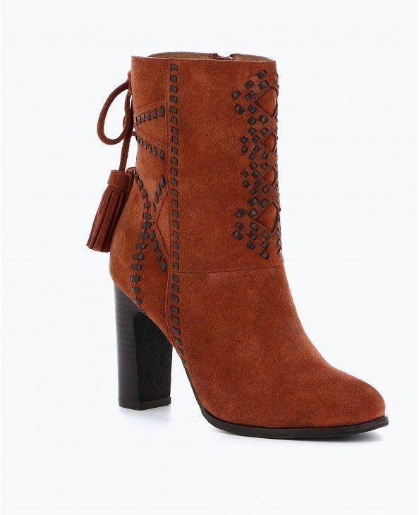 f7a8086d7297c8 BOOTS AVEC TRESSAGE ET POMPONS - FEMME | Texto | Chaussures ...