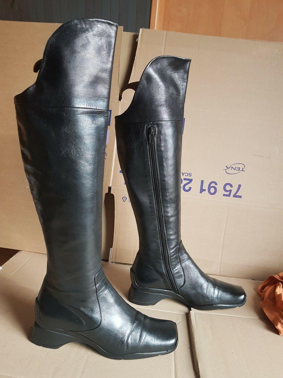 bottes noires tout cuir pointure 36 occasion très bon état