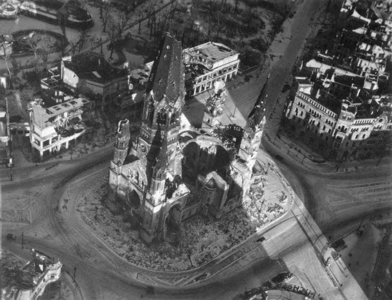 Must See 21 Amazing Aerial Shots Of Bombed Out Berlin Shortly After The War Berlin World War Two War