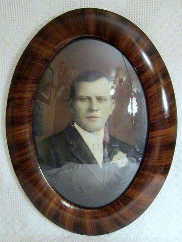 Antiques Antique Vintage Convex Bubble Glass Oval Old Couple Tiger Stripe Wooden Frame