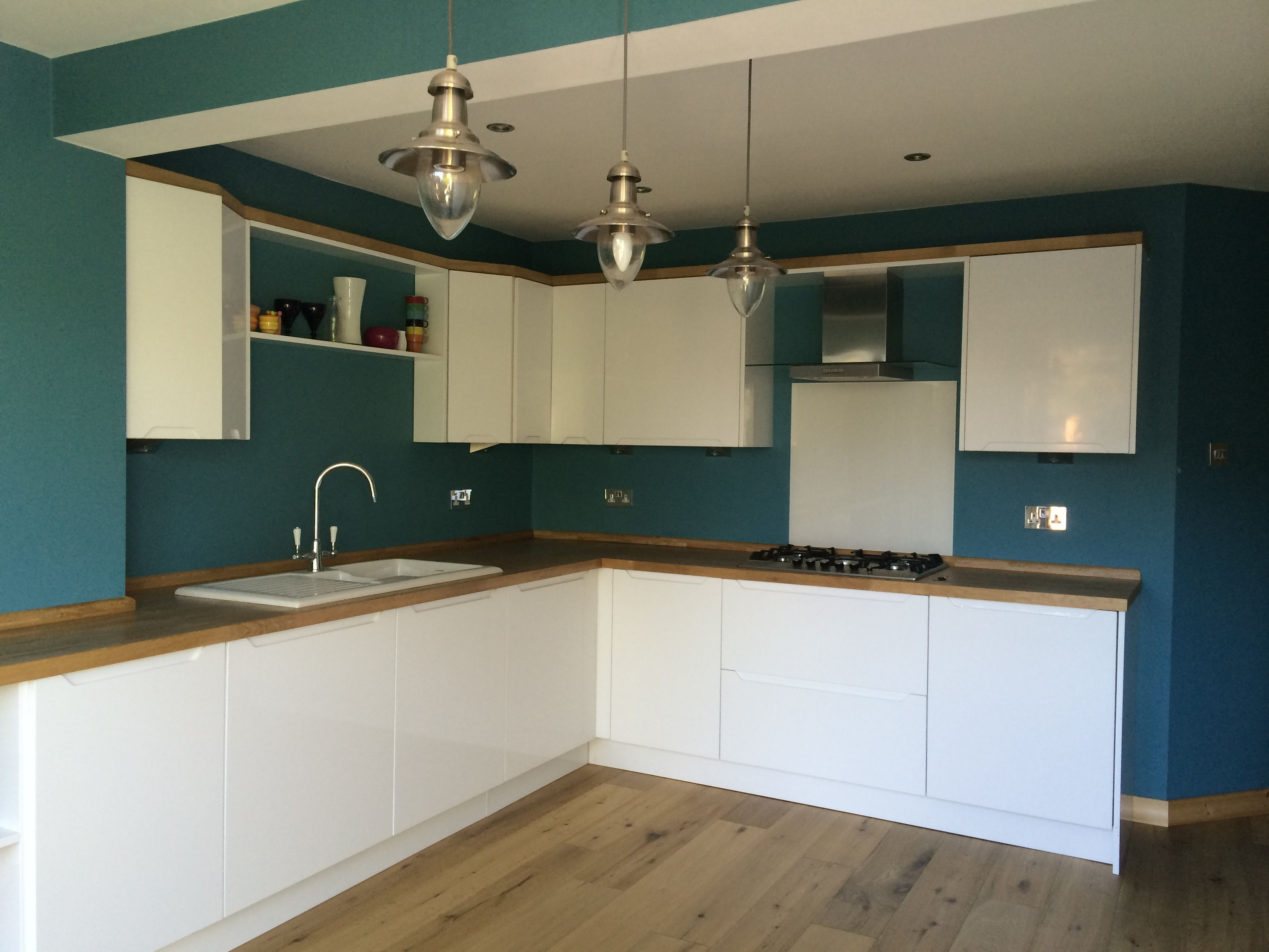 this lovely kitchen has high gloss white handless doors