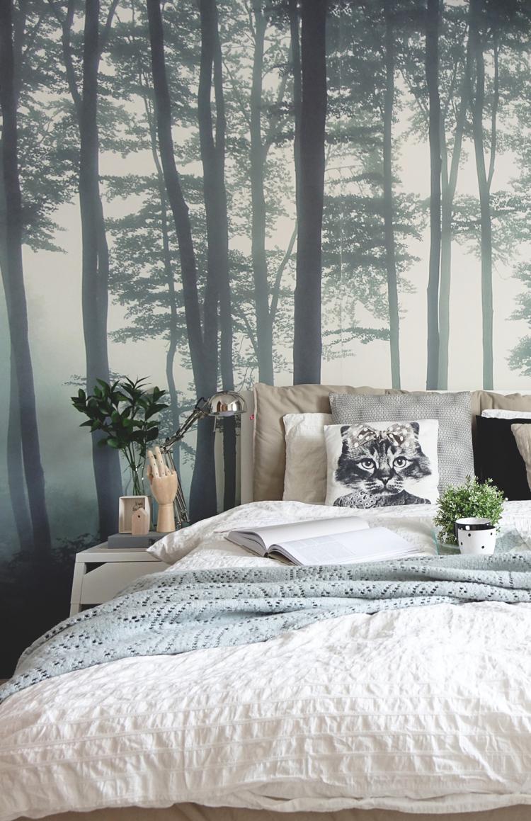 Mystischer wald als fototapete im skandinavisch eingerichteten schlafzimmer living in 2019 for Schlafzimmer ideen tapete