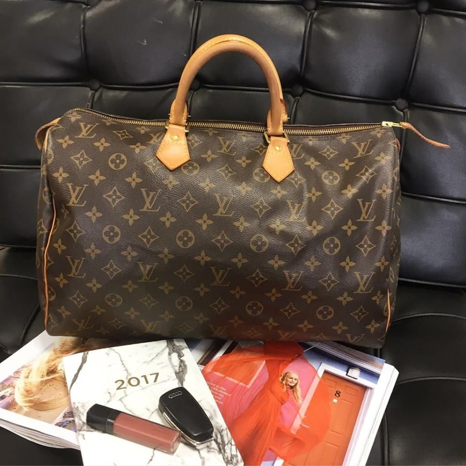 This Louis Vuitton Speedy 40 Is In Great Condition The Vachetta Leather Handles Have Darkened Slightly Louis Vuitton Louis Vuitton Bag Louis Vuitton Speedy 40