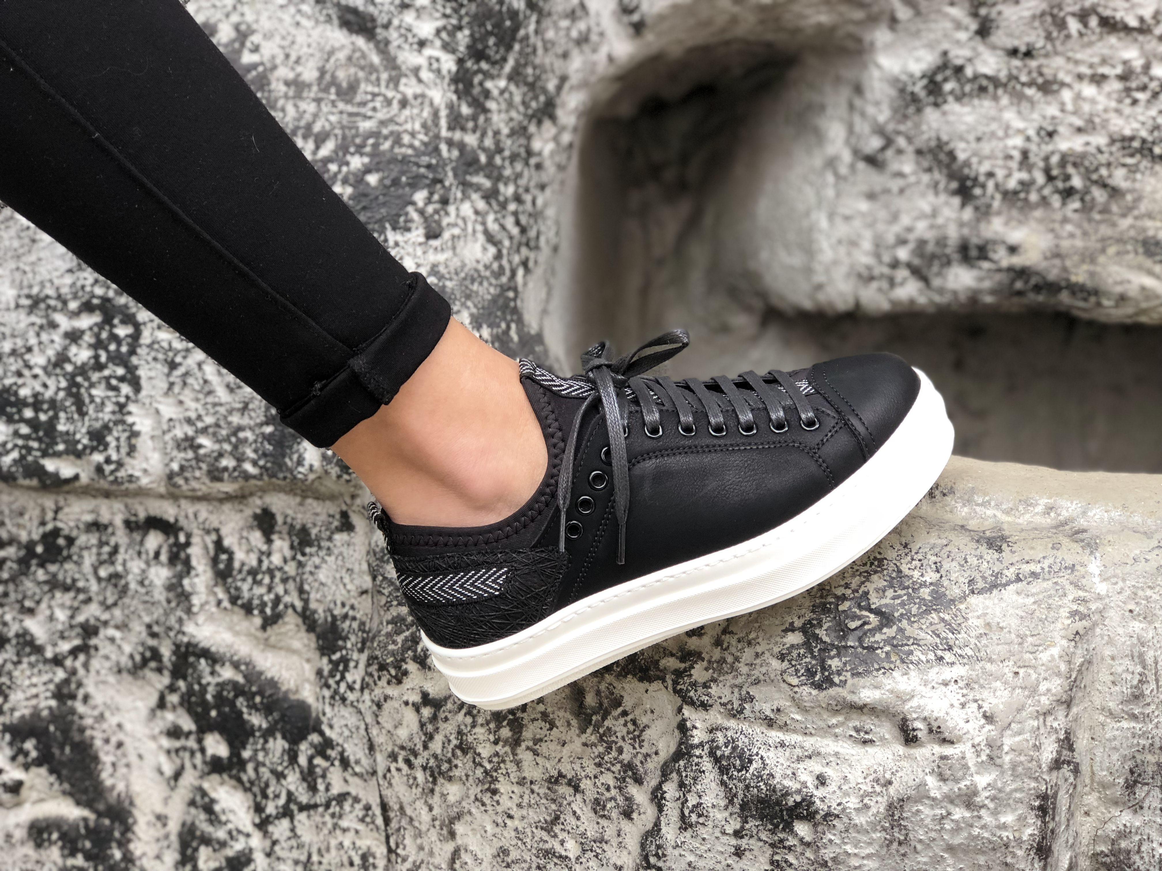 Kadin Sneaker Modeli Kadin Siyah Deri Spor Ayakkabi Tesettur Mayo Sort Modelleri 2020 Siyah Deri Sneaker Ayakkabilar