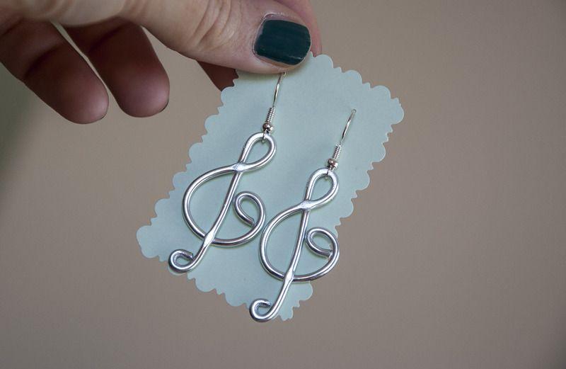 Orecchini pendenti a forma di chiave di violino di Gioielli fatti a mano da SilviaWithLove - prodotti unici e personalizzati  su DaWanda.com