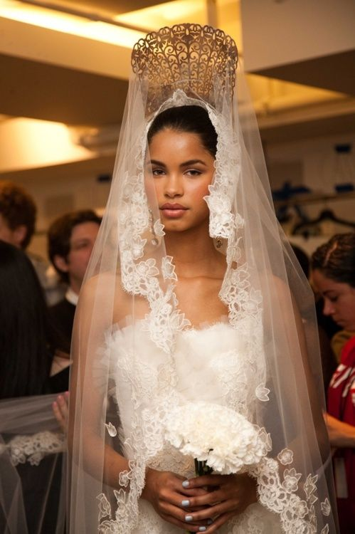 "Spanish Bride wearing "" La Peineta "" the traditional Spanish ornamental & White Lace & Tulle  @ Oscar de la Renta Bridal, not crazy about the crown, but the rest is beautiful <3PenyaDS"