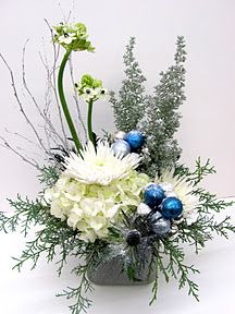 Christmas Arrangement Maybe With Black Brown Ornaments Blue Is Not My Color Theme Christmas Flower Arrangements Christmas Flowers Christmas Floral